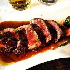 Hangar steak with red wine reduction Wine Recipes, Beef Recipes, Red Wine Reduction, Carne Asada, Slow Food, Steaks, Catering, Food Porn, Healthy Eating