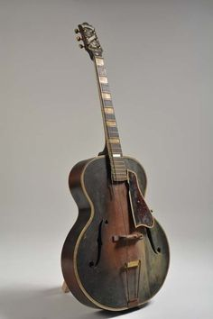 c. 1932 Epiphone Masterbilt De Luxe : Lot 437