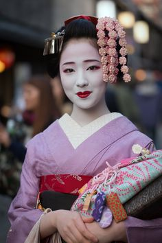 """Mamefuji in her last days of being a maiko"" by ta_ta999 - blogThe rumour probably turned out to be true. Mamefuji decided to leave Gion Kobu and May 1st was her last day as maiko. It's not clear if she realy decided to retire and why, but all of her fans are memorizing her today…"