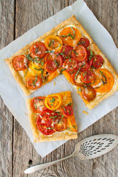 Tomato, Goat Cheese, and Caramelized Onion Tart - Fresh tomatoes get baked in a flakey puff pastry shell with goat cheese and caramelized onions. Puff Pastry Recipes, Tart Recipes, Vegetable Recipes, Appetizer Recipes, Cooking Recipes, Appetizers, Veggie Dishes, Greek Recipes, Salmon Recipes