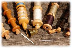 Tabula Rasa, Sewing Equipment, Bushcraft Camping, Sewing Kits, Needle Case, Sewing Notions, Dose, Diy Woodworking, Fiber Art