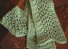 Feather and Fan Short Scarf: A simple lace scarf pattern – takes one skein of lace yarn or similar. Free Scarf Pattern pdf More Patterns Like This! Knit Or Crochet, Crochet Scarves, Lace Knitting, Knitting Stitches, Knitting Patterns Free, Knit Patterns, Knit Lace, Finger Knitting, Knitting Machine