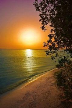 Manama Beach Bahrain, photo by Foued ben Foulen Beautiful Sunrise, Beautiful Beaches, Dame Nature, Belleza Natural, Ciel, Amazing Nature, Belle Photo, Nature Photos, Beautiful World