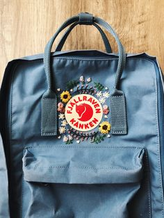 I like how those sunflowers catch my eye Flower Embroidery Designs, Cute Embroidery, Embroidery Patterns, Floral Embroidery, Mochila Kanken, Kanken Backpack, Baby Sewing Projects, Embroidered Bag, Diy Clothes