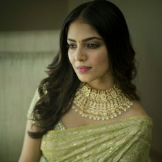 Indian Designer Wear, Pearl Necklace, Sari, How To Wear, Fashion, String Of Pearls, Saree, Moda, Fashion Styles