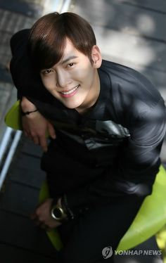 Stop smiling like that, you're killing me!             Ji Chang Wook - 1