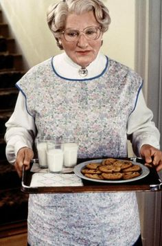 Mrs. Doubtfire Maisie Williams, Robin Williams, Madame Doubtfire, Mrs Doubtfire, Best Movies List, Good Movies, Awesome Movies, Chris Columbus, Jason Statham