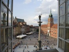 In Poland, tour Warsaw's Castle Square, site of historical demonstrations and uprisings, with Exeter International.    Photograph by Cotton Coulson & Sisse Brimberg, Keenpress