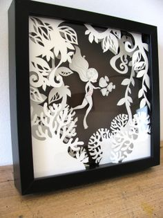 FOR B&W SILHOUETTE Use this format to frame a child's or loved one's silhouette (see tutorial - there's a link to it on this board down below) Petite Baigneuse - Tableau en volume Diy Paper, Paper Art, Paper Crafts, Kirigami, Paper Cutting, Art Beat, Paper Games, Paper Light, Pop Up Cards