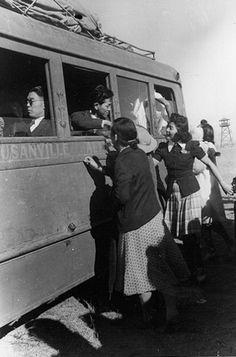 japanese leaving internment camps | 463446102_f040cb0b26.jpg