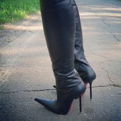 Socks And Heels, High Heel Boots, Heeled Boots, Shoes Heels, Sexy Boots, Sexy Heels, Knee Highs, High Knees, Leather Boots