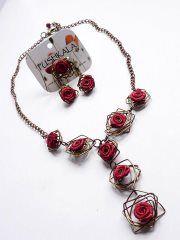 Collar en aluminio y flores de tela  Pushkala