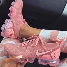 Nike gives the women's Air VaporMax Flyknit 2 a monochromatic makeover, showcasing Rust Pink coloring along the shoe's exterior. This includes the breathable Flyknit upper, laces and integrated… Sneakers Mode, Sneakers Fashion, Fashion Shoes, Fashion Outfits, Punk Fashion, Lolita Fashion, Fashion 2020, Girl Fashion, Nike Roses