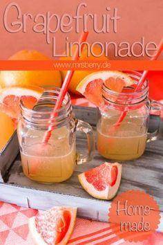 Limonade selber machen ist gar nicht so schwierig. Wie einfach das geht, zeige ich euch an dieser Grapefruit Lemonade. Die selbstgemachte Limo ist so herrlich erfrischend und herb zugleich - mein Lieblingsgetränk im Sommer. Ein MrsBerry Rezept: www.mrsberry.de