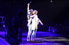 Faith Hill and Tim McGraw Surprise Audience With Duet in Nashville [WATCH]