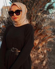 hijab fashion Walk In Bathtub, Niqab, Hijab Fashion Inspiration, Style Inspiration, Bed Bugs Treatment, Beautiful Hijab, Hijab Outfit