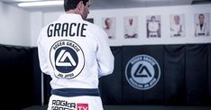 It's amazing that after a lifetime of grappling and MMA at the highest level, Roger Gracie never had surgery 😳  https://www.bjjee.com/articles/roger-gracies-method-avoided-surgery-entire-career/