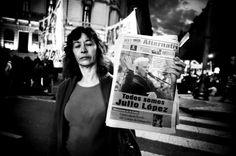 Manifestazione nelle strade di Buenos Aires per chiedere la reaparicion di Jorge lulio Lopez. Teste principale contro l'ispettore della polizia di La Plata, condannato all'ergastolo grazie alle sue testimonianze, è scomparso il giorno della sentenza mentre si recava al tribunale per ascoltarla. Mai più ritrovato