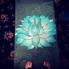 Night Yoga, Yoga Art, Yoga Sequences, Rug Making, Lotus Flower, Paint Ideas, Diy Painting, Girls Night, Yoga Fitness