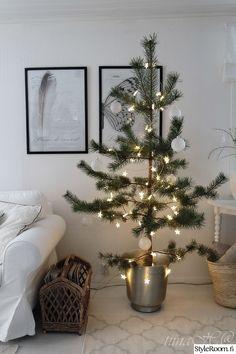 olohuone,joulu,joulusisustus,jouluinen koti,joulufiilis Christmas Tree, Holiday Decor, Koti, Winter, Home Decor, Xmas, Teal Christmas Tree, Winter Time, Decoration Home