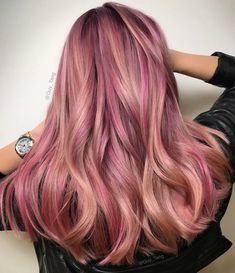 """27 Rose Gold Hair Color Ideas That Make You Say """"Wow!"""", Rose Gold Hair Color Gold Pink Hair Colors Fashion for certain colors and shades can walk in a circle for several years or regularly come back into us. Cabelo Rose Gold, Rose Gold Hair, Gold Hair Colors, Hair Colour, Hair Colors For Blondes, Colour Colour, Blonde Hair Looks, Brunette Hair, Strawberry Blonde Hair"""