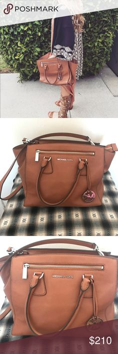 Gorgeous tan authentic Michael Kors purse 💗 Gorgeous tan authentic Michael Kors purse 💗 very trendy. Taken care of. Great condition. Cross body. Has tons of room. Pairs well with any outfit. Great for summer colors. Don't miss out on this purse. Will sell quick Bags Crossbody Bags