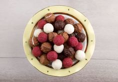 Tabakların dolup boşaldığı zilinizin durmadan çaldığı tatlı bir bayram geçirmeniz dileğiyle. 😊 Sizde bu bayram en tatlı anlarınızı #melodi ile paylaşmayı unutmayın. Birlikte Nice Bayramlara... #bayram #melodi #çikolata #ile #güzel #istanbul #chocolate