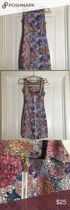 Patterned Dress Patterned mini dress, thick cotton polyester blend. Top to bottom zipper, gold hardware H&M Dresses Midi