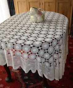 Vintage Large Round Irish Crochet Lace por EmeliasHouseOfLinens