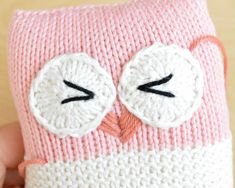 FREE Knot Forgotten Knit Owl pattern by Pear Dinkum. Knit an owl for a child in need! More crochet patterns available on the Knot Forgotten website. Knitting Bear, Knitted Doll Patterns, Animal Knitting Patterns, Baby Cardigan Knitting Pattern, Baby Knitting Patterns, Free Knitting, Crochet Patterns, Stitch Patterns, Knitting Toys Easy