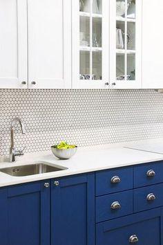 Кухня из массива ясеня. Красится в любые цвета по раскладке RAL и Wood Color, может быть любого размера.