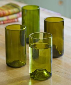 Spotted: beautiful glasses from old winebottles / DIY / www. Diy Wine Glasses, Recycled Bottles, Centre Pieces, Pint Glass, White Wine, Nespresso, Interior Inspiration, Diys, Alcoholic Drinks