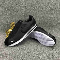 Nike Sneakers, Sneakers Fashion, Maka, Nike Cortez Shoes, Light Running Shoes, Baskets, Nike Classic Cortez Leather, Man Gear, Nike Shoes Outlet
