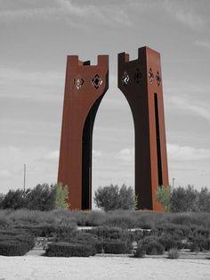 Inspirada en el mudéjar, representa la idea de puerta de entrada a la ciudad. Avenida del Séptimo Arte s/n. #Zaragoza