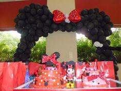 Minnie Mouse Party Balloon Backdrop #minnie #balloon