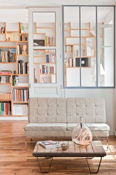 salon, verrière, sofa, parquet brut, récup, loft, bibliothèque, www.carnet-interieur.com, muriel cibot