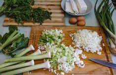 Σπανακόπιτα με πράσο και φέτα - Just life Celery, Asparagus, Vegetables, Food, Studs, Essen, Vegetable Recipes, Meals, Yemek