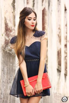 I love this shoulder part of the dress,and this color combo of red and navy blue :)