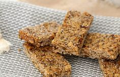 Delicious and healthy Thermomix muesli bars that make a great lunchbox treat. or the perfect partner to your afternoon cuppa! Muesli Bars, Oat Bars, Healthy Snacks For Kids, Healthy Treats, Lunch Box Recipes, Yummy Food, Baking, Lunch Boxes, School Lunch