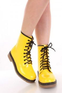 36 mejores imágenes de Botas amarillas  df20dc003a46f