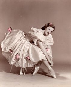 Ballet Images, Ballet Photos, Vintage Ballerina, Vintage Princess, Ballet Art, Ballet Dancers, Ballerinas, Ballerine Vintage, Ballet Fashion
