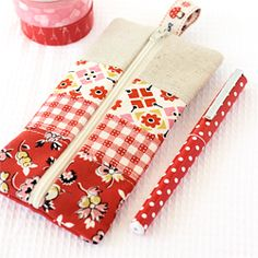 Great gift for my quilting buddies. Easy to make patchwork pencil case. Pencil Case Tutorial, Diy Pencil Case, Pencil Pouch, Pencil Cases, Pouch Tutorial, Sewing Hacks, Sewing Tutorials, Sewing Crafts, Sewing Projects
