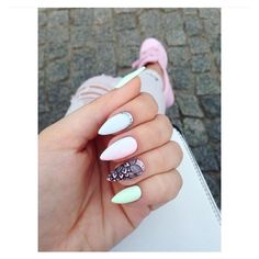 """Polubienia: 425, komentarze: 2 – Naklejki wodne na paznokcie ❤ (@sklep_raisin) na Instagramie: """"Koronkowa naklejka nr S027 Wszystkie wzory są dostępne w linku w bio #paznokcie #nails…"""""""