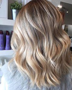 Multi tonal blondes - giving texture and definition ✨  #blisquesalon #blondehair #blondes #tones #texture #wavy #mteliza #haircareaust #melbournehairdresser #olaplex #lakmecolour #healthy #inspo #beautiful #morningtonpeninsula