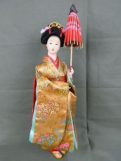 VINTAGE MINIATURE JAPANESE GEISHA DOLL GOLD KIMONO FAN PATTERN RED UMBRELLA
