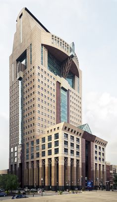 Humana Building, Louisville, Kentucky. Michael Graves, architect.