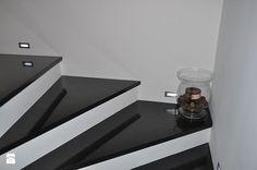 Schody zewnętrzne z granitu - zdjęcie od MERKAM Zakład Obróbki Kamienia - Granit, marmur, kwarc, konglomerat, aglomarmur, piaskowiec, trawertyn - kamień naturalny - blaty, schody, posadzki, parapety, kominki, elewacje, płytki, zlewozmywaki - Schody - Styl Minimalistyczny - MERKAM  Zakład Obróbki Kamienia - Granit, marmur, kwarc, konglomerat, aglomarmur, piaskowiec, trawertyn - kamień naturalny  - blaty, schody, posadzki, parapety, kominki, elewacje, płytki, zlewozmywaki