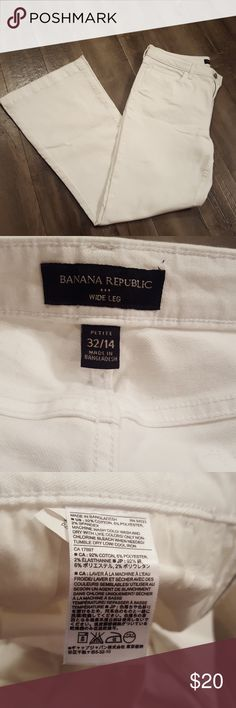 Banana Republic factory white wide leg pants Banana Republic factory white wide leg pants. Size 32 petite. Waist measures about 17 inches. Inseam is about 30 inches. Banana Republic Pants Wide Leg