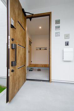 スキップフロアでつながるシンプルデザインのお家