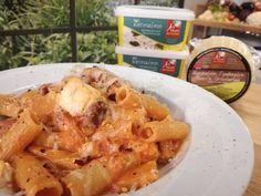 Καλαμαράκια γεμιστά & Ριγκατόνι με σάλτσα φέτας και σύγκλινο Chicken, Meat, Food, Beef, Meals, Yemek, Cubs, Eten